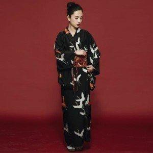 Magnifique kimono en satin et polyester. Livré avec Obi